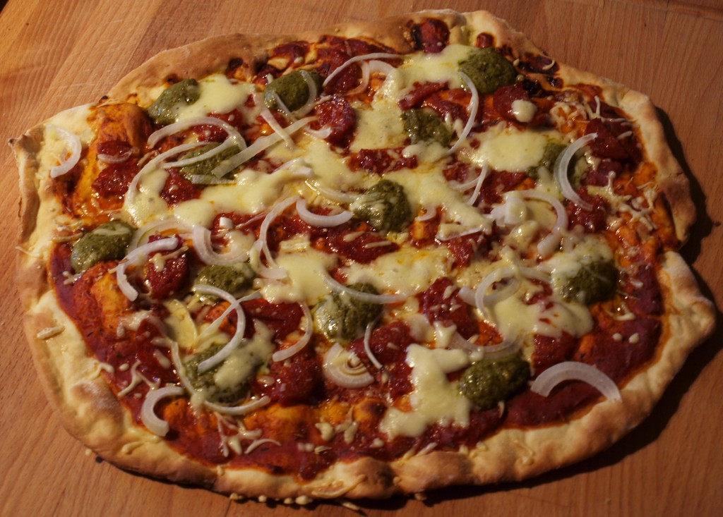 Pizza chorizo en pesto